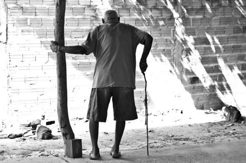 O BPC garante um salário mínimo por mês ao idoso com 65 anos ou mais