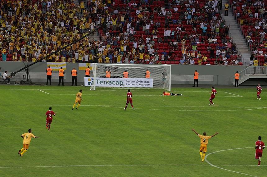 Inauguração do Estádio Nacional de Brasília Mané Garrincha. Brasiliense e Brasília decidem quem fica com o título de campeão distrital. A grande final do Campeonato Candango de 2013 também inaugura o Estádio Nacional Mané Garrincha, servindo como evento-teste para a arena da capital federal.