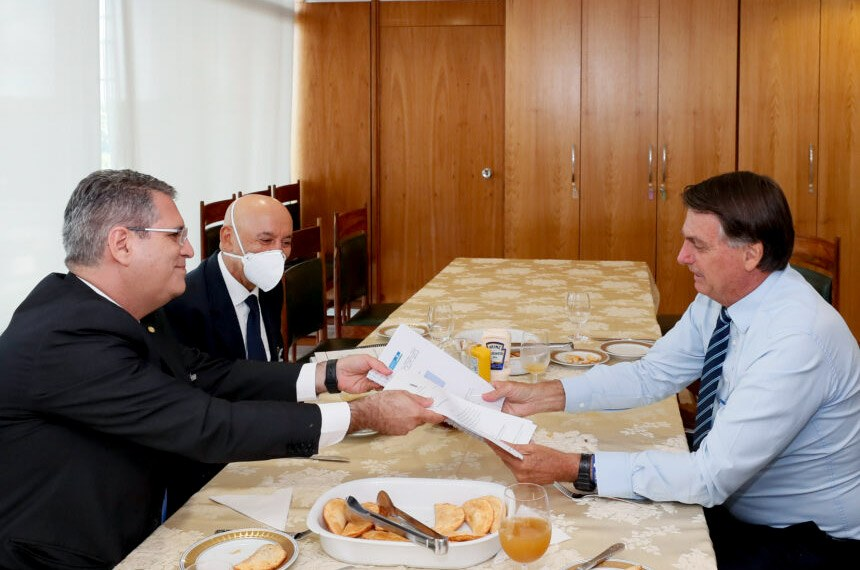 (Brasília - DF, 12/01/2020) Presidente da República, Jair Bolsonaro durante encontro com o Deputado Federal Francisco Jr. (PSD/GO). Foto: Isac Nóbrega/PR