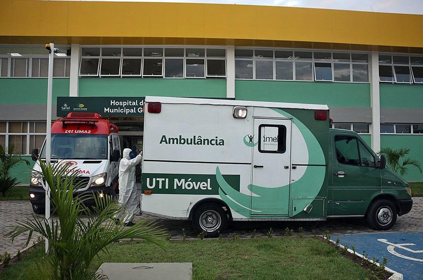 Manaus – Chegada de pacientes no Hospital de Campanha Gilberto Novaes