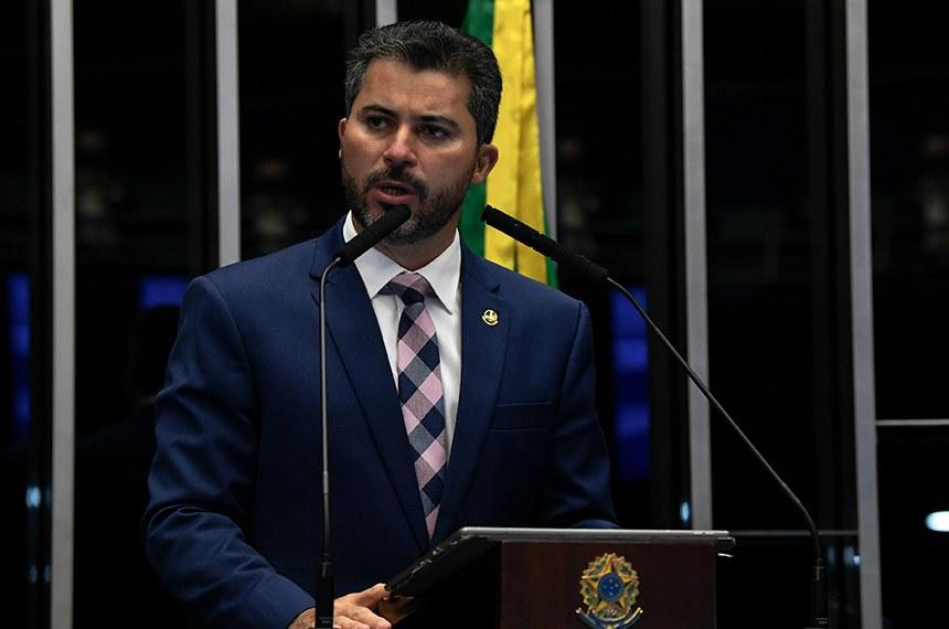 Plenário do Senado Federal durante sessão deliberativa ordinária semipresencial.   Na ordem do dia, o PLV 42/2020 (MP 998/2020) que remaneja recursos no setor elétrico para permitir redução de tarifas de energia. O PLV 42 também trata das ações das Indústrias Nucleares do Brasil (INB) e da Nuclebrás, que passam para a União. Senadores também analisam o PLV 43/2020, proveniente da MP 1.003/2020, que autoriza o Brasil a aderir ao Instrumento de Acesso Global de Vacinas Covid-19 - Covax Facility e estabelece diretrizes para imunização da população.   À tribuna, em discurso, senador Marcos Rogério (DEM-RO).   Foto: Jefferson Rudy/Agência Senado