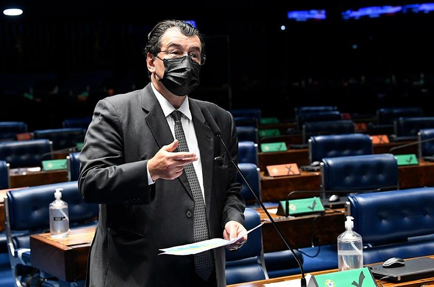 Plenário do Senado Federal durante sessão deliberativa ordinária semipresencial.  Na ordem do dia, o PLV 42/2020 (MP 998/2020) que remaneja recursos no setor elétrico para permitir redução de tarifas de energia. O PLV 42 também trata das ações das Indústrias Nucleares do Brasil (INB) e da Nuclebrás, que passam para a União. Senadores também analisam o PLV 43/2020, proveniente da MP 1.003/2020, que autoriza o Brasil a aderir ao Instrumento de Acesso Global de Vacinas Covid-19 - Covax Facility e estabelece diretrizes para imunização da população.  Em pronunciamento, senador Eduardo Braga (MDB-AM).   Foto: Jefferson Rudy/Agência Senado