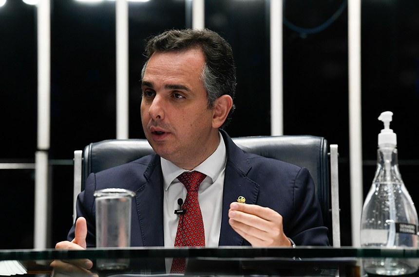 Plenário do Senado Federal durante sessão deliberativa ordinária semipresencial.  Na ordem do dia, o PLV 42/2020 (MP 998/2020) que remaneja recursos no setor elétrico para permitir redução de tarifas de energia. O PLV 42 também trata das ações das Indústrias Nucleares do Brasil (INB) e da Nuclebrás, que passam para a União. Senadores também analisam o PLV 43/2020, proveniente da MP 1.003/2020, que autoriza o Brasil a aderir ao Instrumento de Acesso Global de Vacinas Covid-19 - Covax Facility e estabelece diretrizes para imunização da população.  Mesa: presidente do Senado, senador Rodrigo Pacheco (DEM-MG).  Foto: Jefferson Rudy/Agência Senado