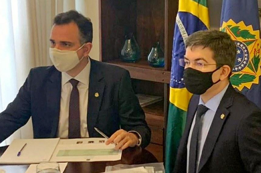O sendor Randolfe Rodrigues se reune com o presidente do Senado Federal, Rodrigo Pacheco para promover o desentrave para novas vacinas no país.
