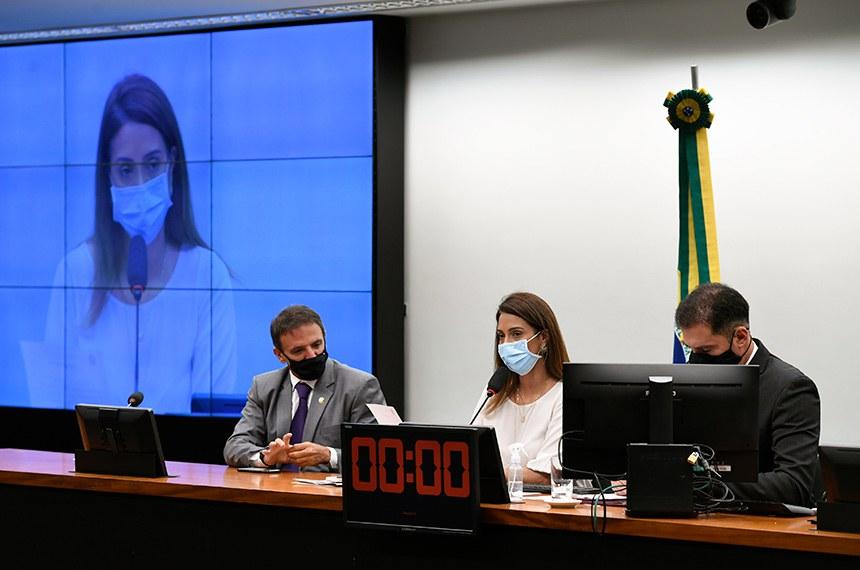 Comissão Mista de Planos, Orçamentos Públicos e Fiscalização (CMO) realiza reunião de instalação e eleição para 2021.   A instalação da comissão formada por 30 deputados e 10 senadores titulares é o primeiro passo para a análise do Orçamento de 2021 (PLN 28/20).   A deputada Flávia Arruda (PL-DF), é eleita presidente da CMO e o senador Marcio Bittar (MDB-AC) eleito relator do Orçamento da União para 2021.   Mesa:  relator do Orçamento da União para 2021, senador Marcio Bittar (MDB-AC);  presidente da CMO, deputada Flávia Arruda (PL-DF);  secretário da CMO, Walbinson Tavares de Araújo.   Foto: Edilson Rodrigues/Agência Senado