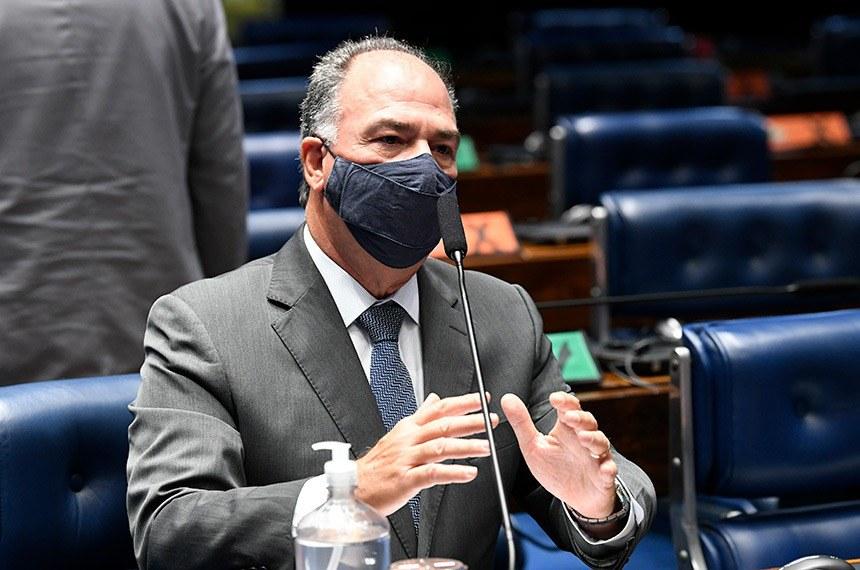 """O líder do governo, senador Fernando Bezerra (MDB-PE), pediu o adiamento; ele disse que elabora com o Executivo uma """"solução"""" para a redação final da matéria"""