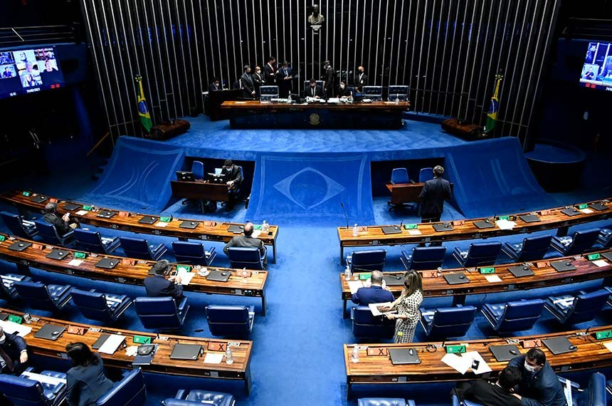 Plenário do Senado Federal durante sessão deliberativa ordinária semipresencial.   Na ordem do dia pauta com 11 itens, entre eles o PL 534/2021, que facilita a compra de vacinas contra covid-19 por empresas privadas; regras para melhoraria da eficiência da administração pública (PL 317/2021); marco legal das startups (PLP 146/2019) e linha de crédito para startups (PL 5.306/2020); acesso à internet na educação básica pública (PL 3.477/2020) e acordos internacionais.  Mesa:  presidente do Senado Federal, senador Rodrigo Pacheco (DEM-MG);  secretária-geral da Mesa adjunta do Senado Federal, Sabrina Silva Nascimento.   Foto: Waldemir Barreto/Agência Senado