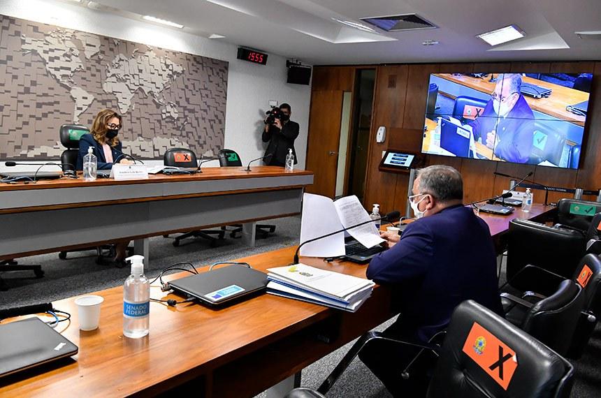 """Comissão de Assuntos Sociais (CAS) realiza reunião semipresencial para discutir e deliberar as emendas da comissão ao PLOA/2021 (PLN 28/2020), que """"estima a receita e fixa a despesa da União para o exercício financeiro 2021"""".   À mesa, presidente eventual da CAS, senadora Leila Barros (PSB-DF).   Bancada:  senador Izalci Lucas (PSDB-DF).   Foto: Waldemir Barreto/Agência Senado"""