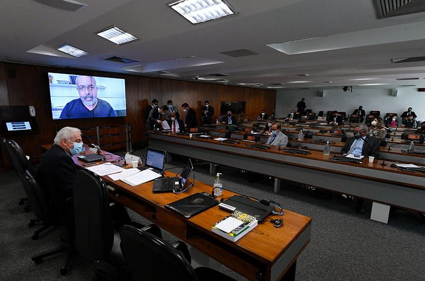 """Comissão de Assuntos Econômicos (CAE) realiza reunião semipresencial para discutir e deliberar as emendas da comissão ao PLOA/2021 (PLN 28/2020), que """"estima a receita e fixa a despesa da União para o exercício financeiro 2021"""".   À mesa, presidente da CAE, senador Otto Alencar (PSD-BA), conduz reunião.  Em pronunciamento via videoconferência, senador Paulo Paim (PT-RS).  Foto: Edilson Rodrigues/Agência Senado"""