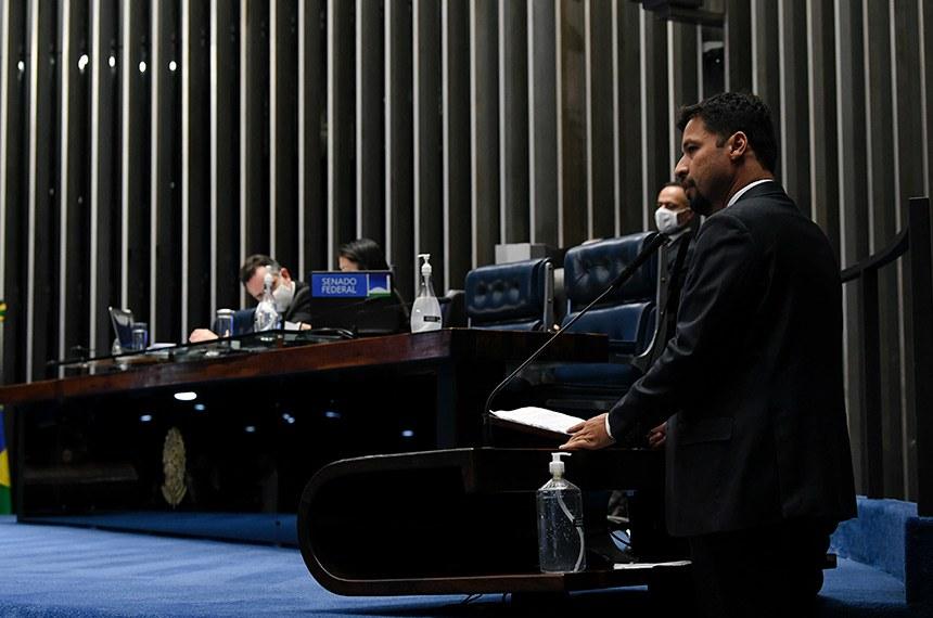"""""""Este PL leva o Brasil para um novo tempo, adequando-o à realidade digital, e diminui o peso do Estado brasileiro"""", disse Rodrigo Cunha (PSDB-AL), relator da proposta"""