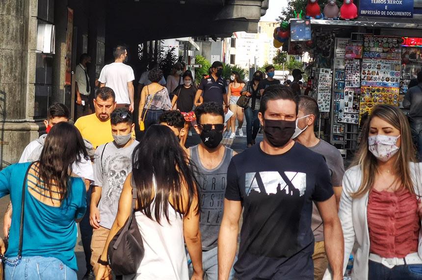Movimento na Avenida Paulista, domingo, 19 de julho de 2020
