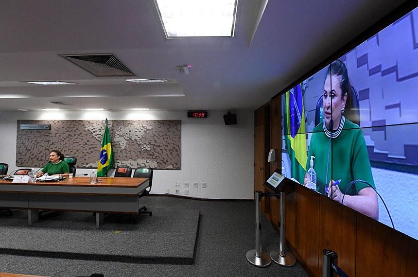 """Comissão de Relações Exteriores e Defesa Nacional (CRE) realiza reunião semipresencial para discutir e deliberar as emendas da comissão ao PLOA/2021 (PLN 28/2020), que """"estima a receita e fixa a despesa da União para o exercício financeiro 2021"""".   Em pronunciamento, à mesa, senadora Kátia Abreu (PP-TO).  Foto: Edilson Rodrigues/Agência Senado"""