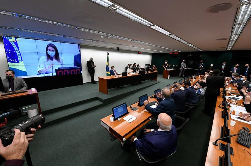Comissão Mista de Planos, Orçamentos Públicos e Fiscalização (CMO) realiza reunião de instalação e eleição para 2021.   A instalação da comissão formada por 30 deputados e 10 senadores titulares é o primeiro passo para a análise do Orçamento de 2021 (PLN 28/20).   A deputada Flávia Arruda (PL-DF), é eleita presidente da CMO para analisar e votar o orçamento deste ano.   Mesa:  senador Paulo Rocha (PT-PA);  presidente da CMO, deputada Flávia Arruda (PL-DF);  secretário da CMO, Walbinson Tavares de Araújo.   Foto: Edilson Rodrigues/Agência Senado