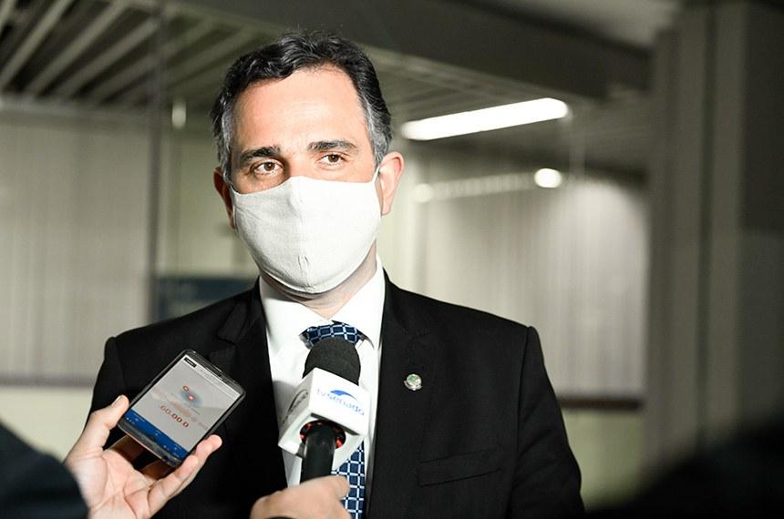 Presidente do Senado Federal, senador Rodrigo Pacheco (DEM-MG), concede entrevista após 17ª sessão deliberativa.  Foto: Jefferson Rudy/Agência Senado