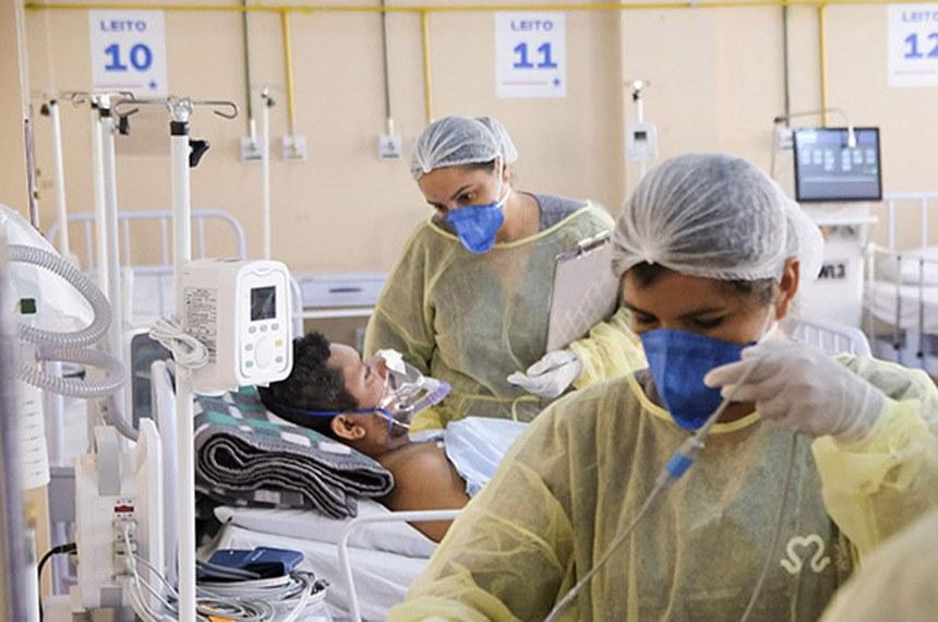 Primeiros pacientes começam a chegar no Hospital de Campanha de Santarém.  A unidade foi entregue na última quinta-feira e é mais uma estratégia do Estado, em parceria com a Prefeitura do município, no combate à pandemia de Covid-19, no Oeste do Pará  Na tarde desta sexta-feira (19), o Hospital de Campanha de Santarém começou a receber os primeiros pacientes. Transferidos da Unidade de Pronto Atendimento (UPA), eles chegaram em ambulâncias, passaram pelo acolhimento e já seguiram para os leitos.