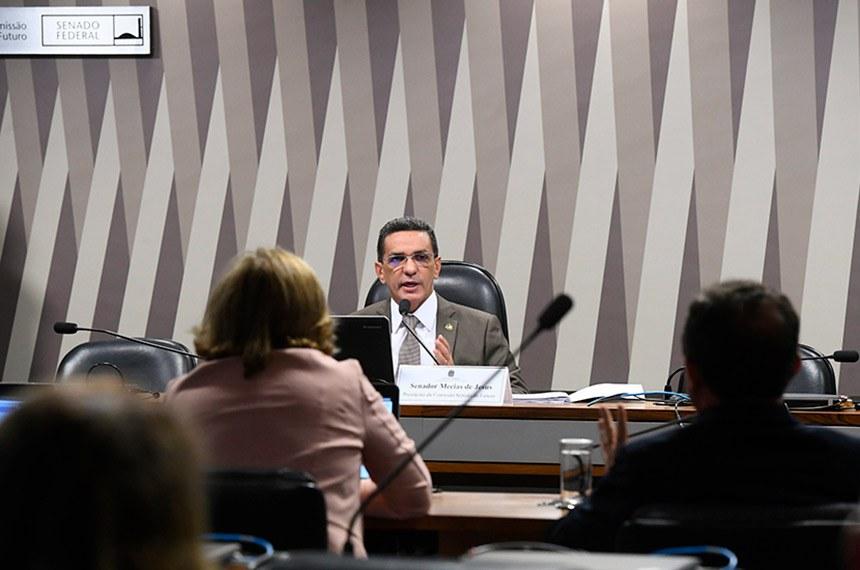 Comissão Senado do Futuro (CSF) realiza reunião para apreciação das emendas ao PPA 2020-2023 e ao PLOA 2020.\r\rEm pronunciamento, presidente da CSF, senador Mecias de Jesus (Republicanos-RR) à mesa. \r\rFoto: Marcos Oliveira/Agência Senado