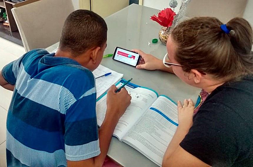 Estudantes dos colégios Léa Leal e Aliomar Baleeiro utilizam ferramentas do Google para compartilhar atividades com os estudantes. Foto: Divulgação/Governo da Bahia