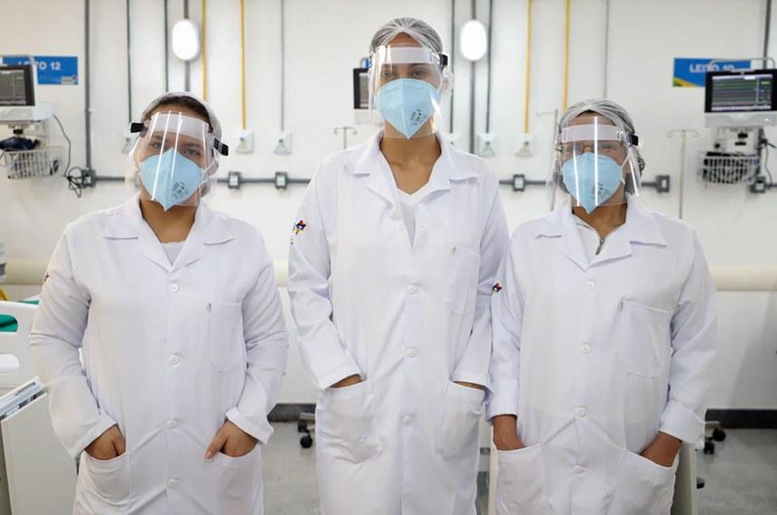 06.04.2020 Governo equipa unidades do estado para dar assistência a pacientes com coronavírus.  A Secretaria de Estado da Saúde (SES) tem reestruturado sua rede médica e hospitalar como forma de reforçar as respostas rápidas em combate ao coronavírus (Covid-19). Além da ampliação dos leitos de UTI e aquisição de álcool em gel, também estão sendo distribuídos para as unidade de saúde, equipamentos de proteção individual (EPI) como luvas, macacões impermeáveis, óculos, luvas e máscaras.