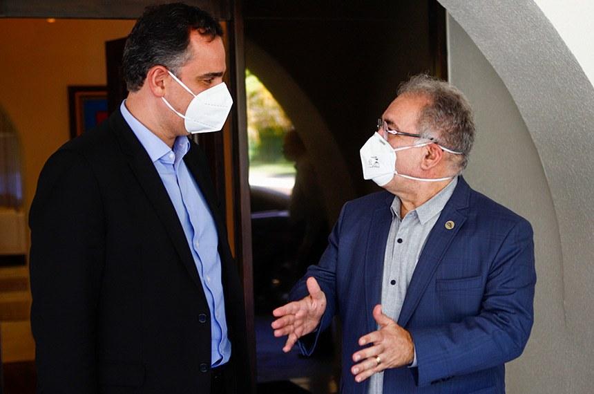 10.04.2021 O presidente do Senado Federal, Rodrigo Pacheco, recebe o Ministro da Saúde, Marcelo Queiroga na residência oficial do Senado