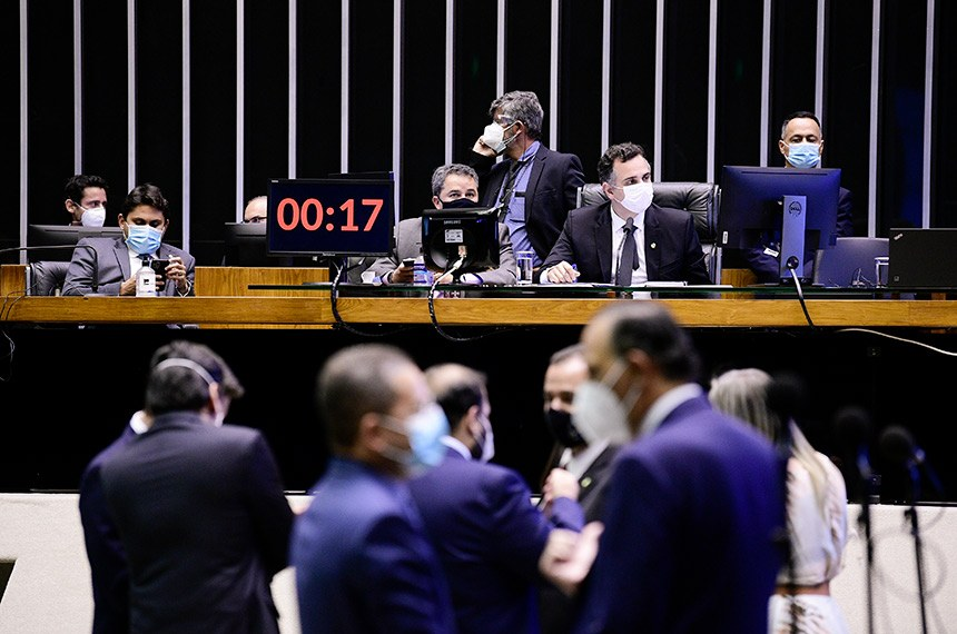 Sessão Deliberativa Remota do Congresso Nacional, para deputados, destinada à apreciação do Projeto de Lei do Congresso Nacional (PLN) 28/2020, que estabelece o Orçamento de 2021.  À mesa; presidente do Senado Federal, senador Rodrigo Pacheco (DEM-MG), conduz sessão; deputado Juscelino Filho (DEM-MA).  Foto: Pedro França/Agência Senado