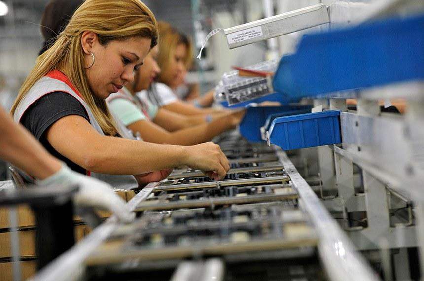 Linha de produção de eletro eletrônicos da Semp Toshiba. Chão de fábrica. Indústria. Manaus (AM)