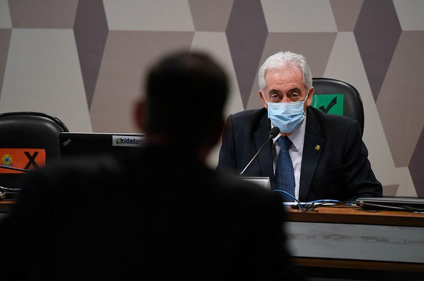 """Comissão de Assuntos Econômicos (CAE) realiza reunião semipresencial para discutir e deliberar as emendas da comissão ao PLOA/2021 (PLN 28/2020), que """"estima a receita e fixa a despesa da União para o exercício financeiro 2021"""".   À mesa, presidente da CAE, senador Otto Alencar (PSD-BA), conduz reunião.  Foto: Edilson Rodrigues/Agência Senado"""