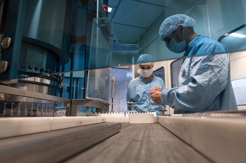Laboratório de Bio-Manguinhos, no Rio de Janeiro, que também se prepara para produzir a vacina produzir com adenovírus  crédito: Léo Ramos Chaves
