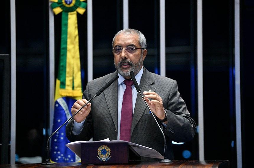 """Um dos fundadores da Central Única dos Trabalhadores (CUT), o senador Paulo Paim alerta que o """"desemprego bate recordes"""" e que houve enfraquecimento da estrutura de fiscalização e prevenção das medidas de proteção dos trabalhadores"""