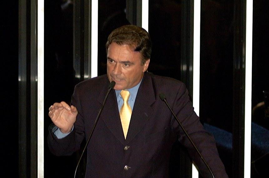 Alvaro Dias, relator na CCJ, discursa em 11 de abril de 2000, quando a LRF foi aprovada em Plenário