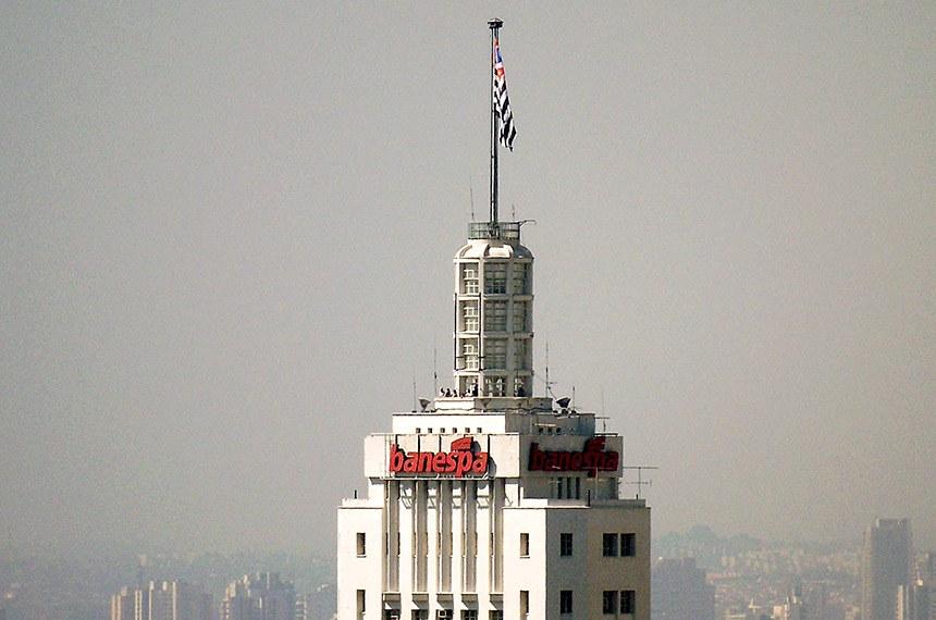 Mirante da torre do Banespa (Edifício Altino Arantes) fotografada do Edifício Itália, no centro de São Paulo