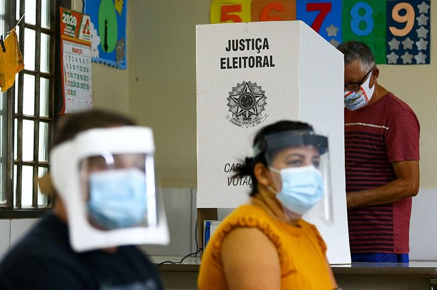 Eleitores de Valparaíso, Goiás, vão ás urnas para as eleições municipais 2020.