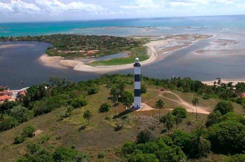 Vista aérea de piscinas naturais no litoral de Alagoas: setor do turismo sofreu forte impacto