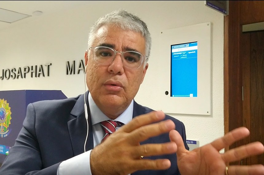 O senador Eduardo Girão é o autor desse projeto de lei
