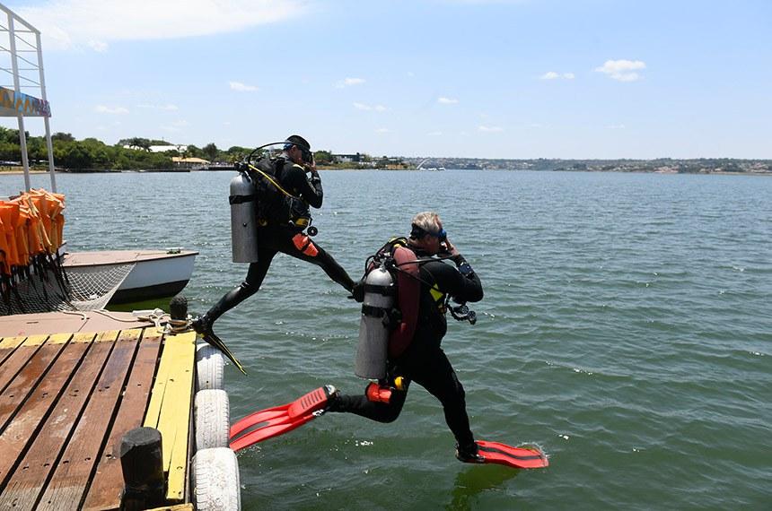 O texto prevê normas, requisitos e pisos salariais para mergulhador e supervisor de mergulho