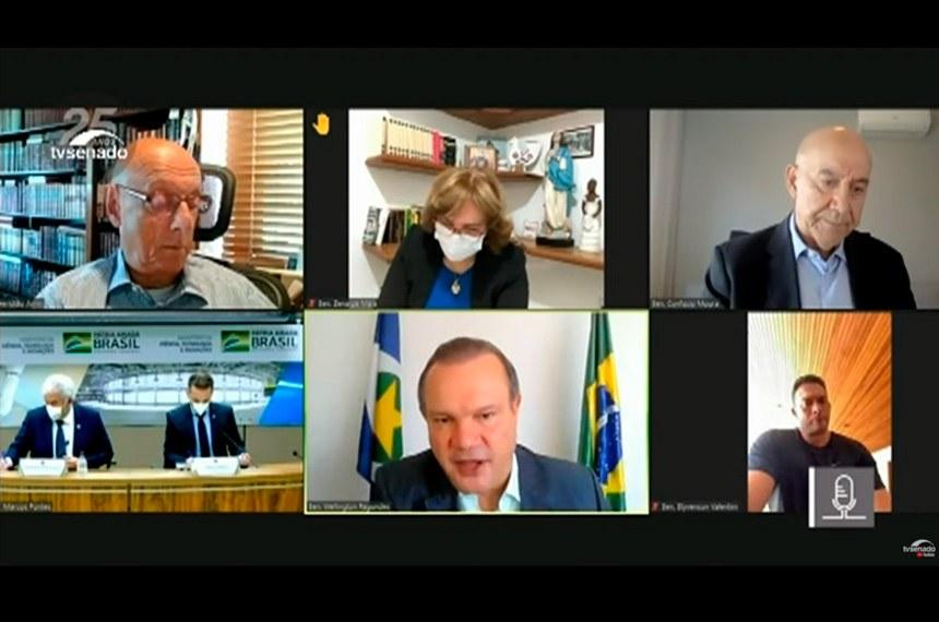 Senadores em reunião remota com o ministro Marcos Pontes (abaixo, à esq.) nesta segunda