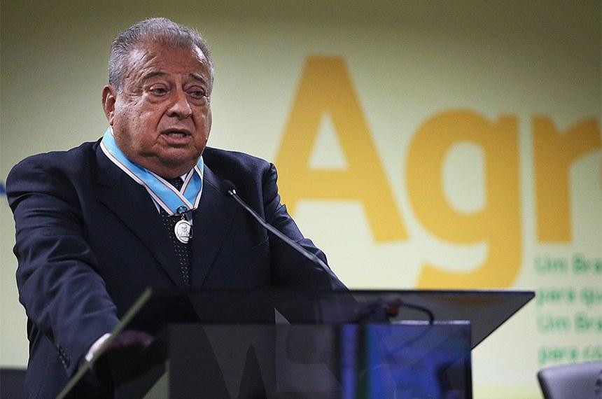 Brasília - O ex-ministro da Agricultura Alysson Paulinelli discursa durante entrega da Medalha Mérito Apolônio Sales a ex-ministros da pasta por serviços prestados à agropecuária brasileira (José Cruz/Agência Brasil)