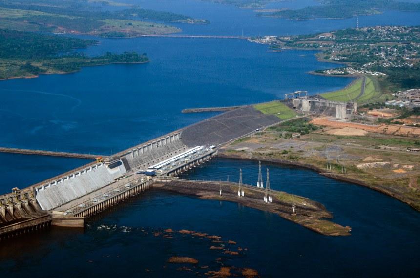 Hidrelétrica de Tucuruí - Vista aérea da represa de Tucuruí.   A Usina Hidrelétrica de Tucuruí é uma central hidroelétrica no Rio Tocantins, no município de Tucuruí, no estado do Pará, com uma capacidade geradora instalada de 8.370 MW.