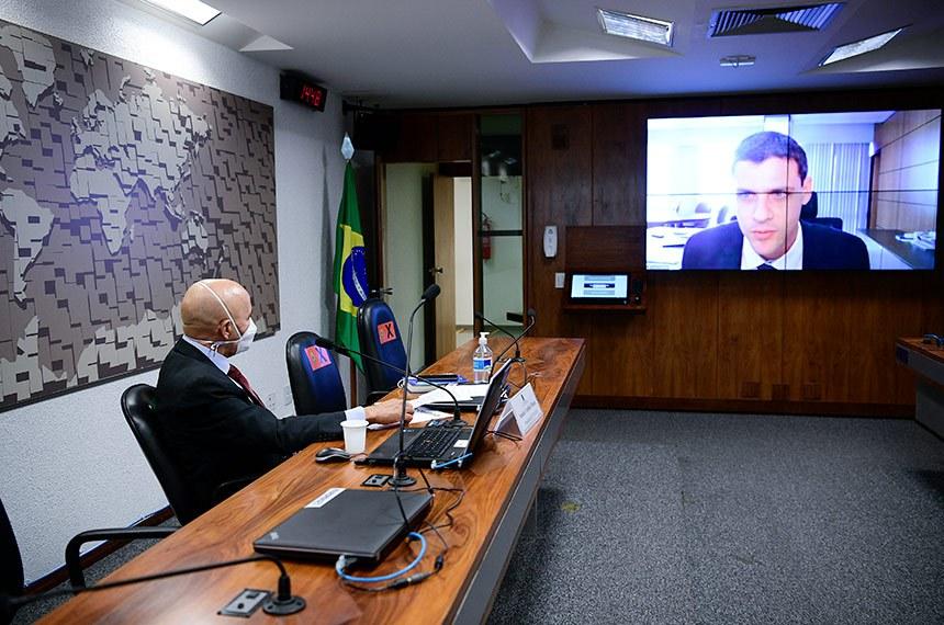 Comissão Temporária COVID-19 (CTCOVID19) realiza audiência pública mensal com representante do Ministério da Economia para debater o Plano Nacional de Imunização (PNI) e o cumprimento dos respectivos prazos, bem como a situação fiscal e a execução orçamentária e financeira das medidas relacionadas a essa pandemia.   À mesa, presidente da CTCOVID19, senador Confúcio Moura (MDB-RO), conduz audiência.   Secretário Especial de Fazenda no Ministério da Economia, Bruno Funchal  em pronunciamento via videoconferência.  Foto: Pedro França/Agência Senado