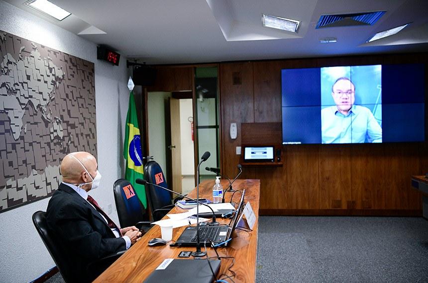 Comissão Temporária COVID-19 (CTCOVID19) realiza audiência pública mensal com representante do Ministério da Economia para debater o Plano Nacional de Imunização (PNI) e o cumprimento dos respectivos prazos, bem como a situação fiscal e a execução orçamentária e financeira das medidas relacionadas a essa pandemia.   À mesa, presidente da CTCOVID19, senador Confúcio Moura (MDB-RO), conduz audiência.   Senador Wellington Fagundes (PL-MT) em pronunciamento via videoconferência.  Foto: Pedro França/Agência Senado