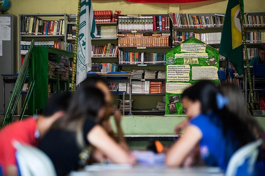 Mulungu/CE. 03.12.2015.  Mulungu (CE), 03/12/2015 - Bolsa Família e PAA mudam a vida na pequena cidade cearense. Alinos frequentam biblioteca da escola.  Foto: Ubirajara Machado/MDS