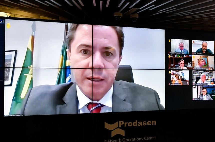 Sessão Deliberativa Remota (SDR) do Senado Federal realizada a partir da sala de controle da Secretaria de Tecnologia da Informação (Prodasen).   Na ordem do dia, seis (6) itens na pauta. Entre eles, o PLP 30/2021 que permite que os jornalistas sejam incluídos como microempreendedores individuais e acordos internacionais; e PDL 50/2019 que aprova o texto do Protocolo Adicional ao Tratado de Amizade, Cooperação e Consulta entre a República Federativa do Brasil e a República Portuguesa, que Cria o Prêmio Monteiro Lobato de Literatura para a Infância e a Juventude, assinado em Salvador, em 5 de maio de 2017.   Autor do PLP 30/2021, senador Veneziano Vital do Rêgo (MDB-PB), em pronunciamento via videoconferência.   Foto: Leopoldo Silva/Agência Senado