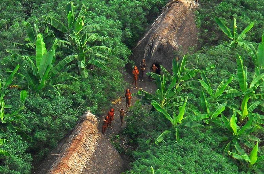 Índios isolados do Acre.