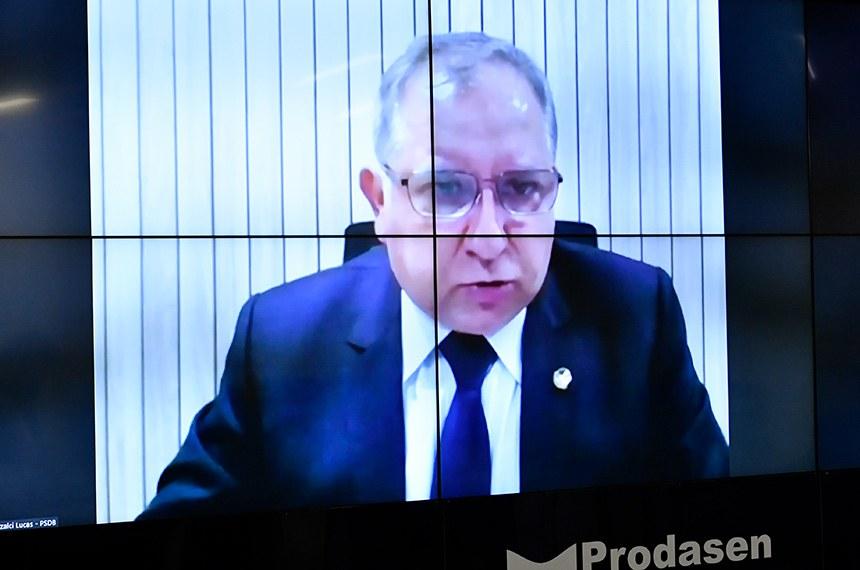 Sessão Deliberativa Remota (SDR) do Senado Federal realizada a partir da sala de controle da Secretaria de Tecnologia da Informação (Prodasen).   Na ordem do dia, projeto proveniente de medida provisória que visa facilitar o acesso ao crédito (PLV 11/2021) e outra MP que permite a terceirização de tripulantes de aeronaves operadas por órgãos públicos (MP 1.029/2021). Também em pauta, a criação da Frente Parlamentar dos Investimentos Estrangeiros para o Brasil, a Frente InvestBrasil (PRS 32/2021).  Autor do PRS 32/2021, senador Izalci Lucas (PSDB-DF) em pronunciamento via videoconferência.   Foto: Waldemir Barreto/Agência Senado