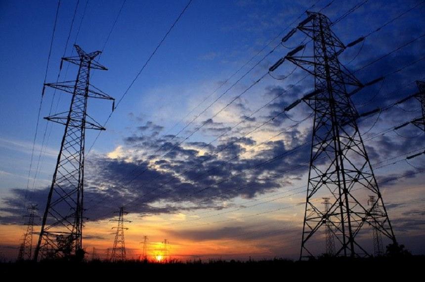 Linha de transmissão da CEA (Companhia de Eletricidade do Amapá)