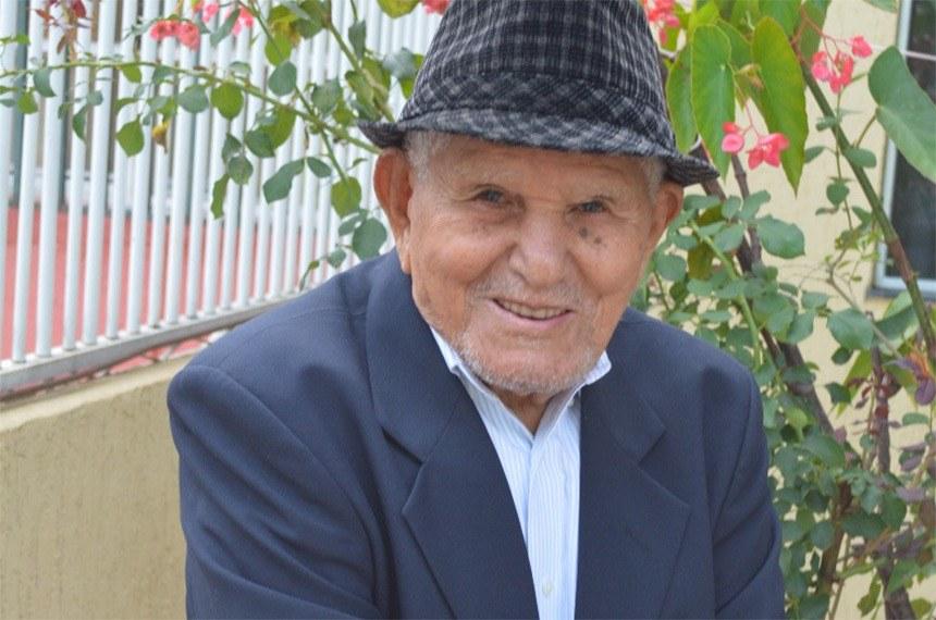 Diferentemente de milhares de idosos pelo país, Severiano Vieira da Cruz chegou aos 102 anos com atenção e cuidados de sua família