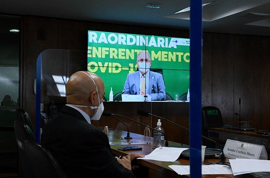 Comissão Temporária COVID-19 (CTCOVID19) realiza audiência pública interativa destinada a debater o Plano Nacional de Imunização e o cumprimento dos respectivos prazos, bem como as medidas de combate à pandemia.   Ministro de Estado da Saúde, Marcelo Queiroga, em pronunciamento via videoconferência.   À mesa, presidente da CTCOVID19, senador Confúcio Moura (MDB-RO), conduz audiência.   Foto: Roque de Sá/Agência Senado