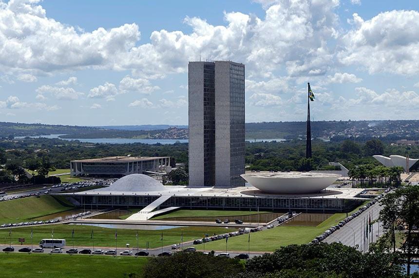 Comissão Parlamentar de Inquérito da Pandemia (CPIPANDEMIA) realiza oitiva do ex-secretário de Saúde do Amazonas.   O objetivo é esclarecer o colapso noestado no início de 2021, com falta de leitos e de oxigênio medicinal nos hospitais que recebiam pacientes com covid-19, e apurar sobre o desvio de dinheiro do combate à pandemia, a partir de suposta organização criminosa no estado.  À mesa, vice-presidente da CPIPANDEMIA, senador Randolfe Rodrigues (Rede-AP).  Foto: Edilson Rodrigues/Agência Senado