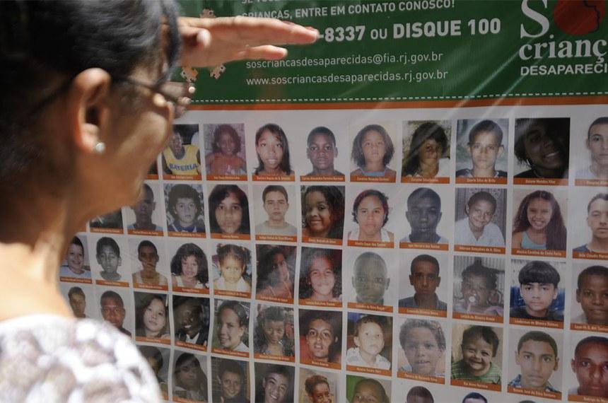 Rio de Janeiro - O Programa SOS Crianças Desaparecidas faz ato público para divulgar imagens de crianças e adolescentes desaparecidos (Tânia Rêgo/Agência Brasil)