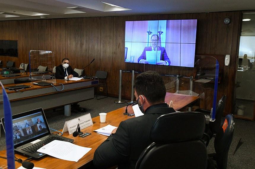 Comissão Temporária COVID-19 (CTCOVID19) realiza audiência pública interativa para debater as campanhas de comunicação existentes sobre a pandemia de Covid-19 e as estratégias, monitoramento de publicidade e a desinformação - fake news - sobre vacinação contra a Covid-19.  Em pronunciamento via videoconferência diretor-adjunto da Agência Brasileira de Inteligênica (Abin), Frank Márcio de Oliveira.  Vice-presidente da CTCOVID19, senador Styvenson Valentim (Podemos-RN), conduz audiência.  Foto: Edilson Rodrigues/Agência Senado
