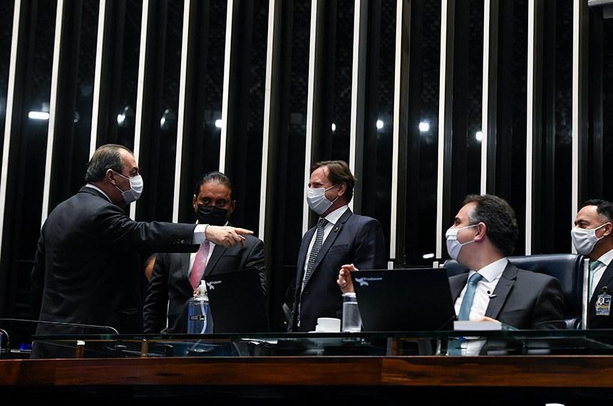 Plenário do Senado Federal durante sessão deliberativa ordinária semipresencial.   Na ordem do dia, sessão destinada à deliberação de indicações de autoridades encaminhadas pelo governo federal. Os indicados já foram sabatinados pelas comissões.   Mesa: senador Omar Aziz (PSD-AM); presidente do Senado Federal, senador Rodrigo Pacheco (DEM-MG), conduz sessão; senador Acir Gurgacz (PDT-RO); senador Weverton (PDT-MA).  Foto: Jefferson Rudy/Agência Senado